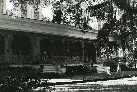 front-porch-of-myrtles